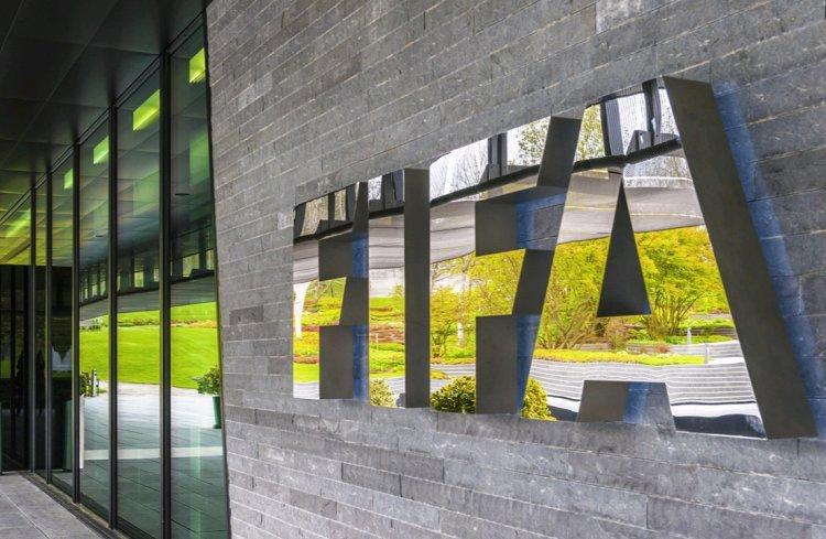 CI-Fif-Comité de normalisation : « L'Onu gouverne le monde, la Fifa gouverne le football » (Journaliste)