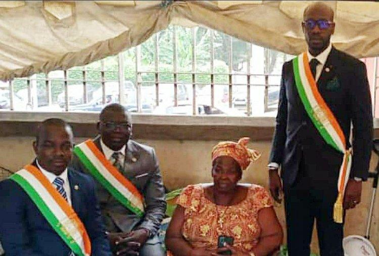 Côte d'Ivoire : un député célèbre sa mère, « vendeuse de banane braisée » au Plateau
